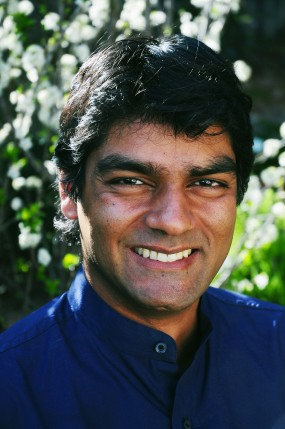 """Raj Patel é membro do """"Instituto de Política de Alimentos e Desenvolvimento"""" e autor de do livro """"Stuffed and Starved: A Batalha Oculta para o Sistema Alimentar Mundial""""."""