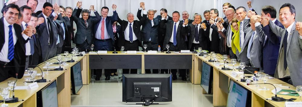 Temer comemorando aliança com bancada ruralista durante almoço com a Frente Parlamentar Agropecuária (FPA) / Imagem Brasil247