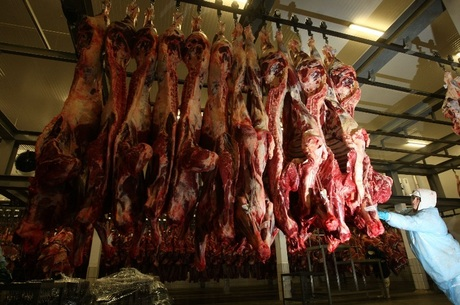 Carne de cabeça de porco seria usada para fabricar linguiça, o que é proibido. Frigorífico também usava carne estragada na produção Wilton Junior/Estadão Conteúdo